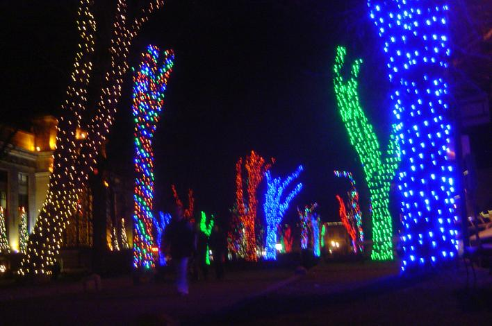 Arizonas Christmas City lights up